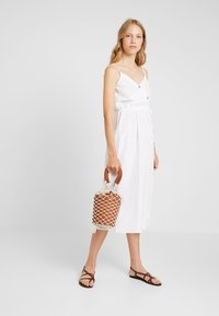 Dorothy Perkins - PLAIN TIE CAMI DRESS - Košilové šaty - white - 1