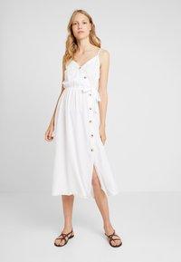 Dorothy Perkins - PLAIN TIE CAMI DRESS - Košilové šaty - white - 0