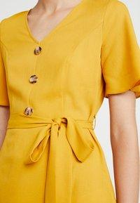 Dorothy Perkins - RUFFLE FRONT MIDI DRESS - Skjortklänning - ochre - 6