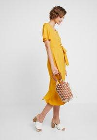 Dorothy Perkins - RUFFLE FRONT MIDI DRESS - Skjortklänning - ochre - 2