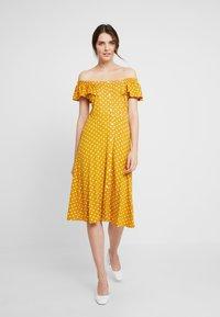 Dorothy Perkins - SPOT BARDOT DRESS - Jerseyklänning - ochre - 0