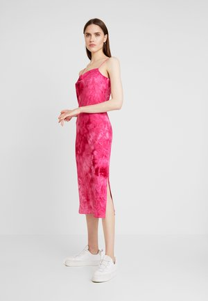 HOT STRAPPY - Day dress - pink