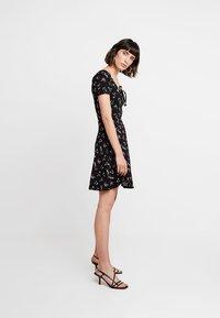 Dorothy Perkins - DITSY SCOOP NECK GYPSY DRESS - Denní šaty - black - 1