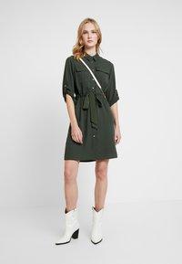 Dorothy Perkins - SHIRT DRESS - Abito a camicia - khaki - 2