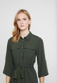 Dorothy Perkins - SHIRT DRESS - Abito a camicia - khaki - 4