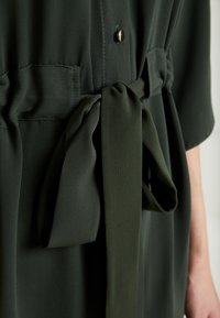 Dorothy Perkins - SHIRT DRESS - Abito a camicia - khaki - 6