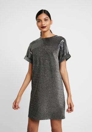 SHIMMER EMBELLISHED SHOULDER SHIFT - Vestido de cóctel - silver