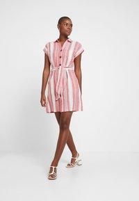 Dorothy Perkins - UTILITY DRESS - Košilové šaty - red - 2