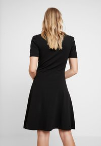 Dorothy Perkins - TUCK SLEEVE FIT AND FLARE - Jerseykjoler - black - 3