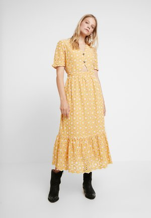 TIE FRONT TIER DRESS - Kjole - ochre