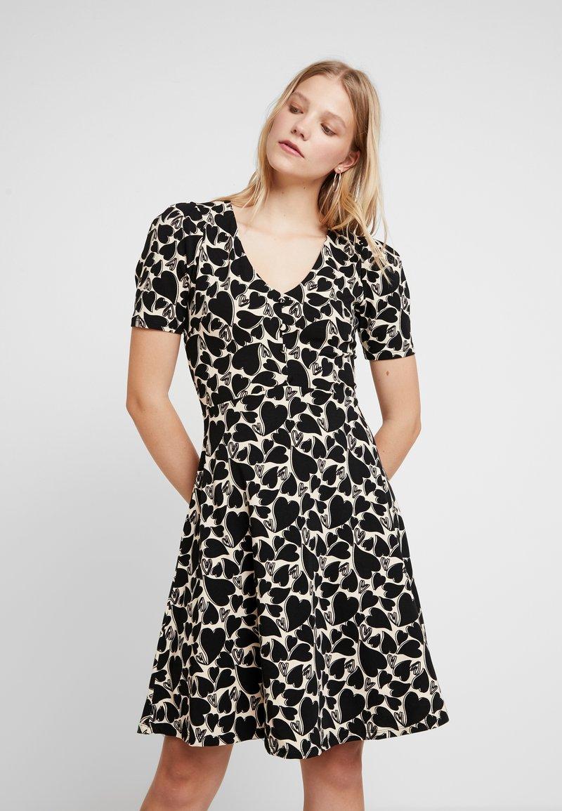 Dorothy Perkins - HEART PRINT SHORT SLEEVE TEA DRESS - Denní šaty - black