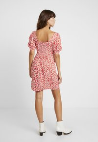 Dorothy Perkins - FLORAL DITSY TEA DRESS - Vestido informal - red - 3