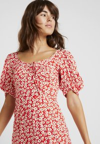 Dorothy Perkins - FLORAL DITSY TEA DRESS - Vestido informal - red - 4