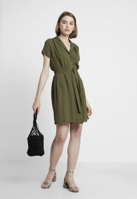 Dorothy Perkins - PLAIN DRESS - Paitamekko - khaki - 2