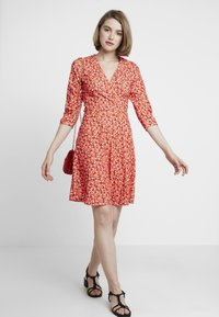 Dorothy Perkins - RUCHED SLEEVE SKATER DRESS - Trikoomekko - red - 2