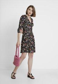 Dorothy Perkins - RUCHED SLEEVE SKATER DRESS - Jerseyklänning - multi coloured - 2
