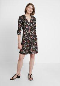 Dorothy Perkins - RUCHED SLEEVE SKATER DRESS - Jerseyklänning - multi coloured - 0