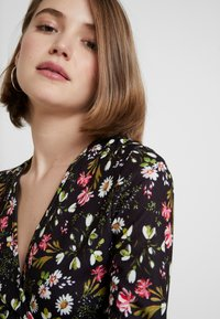 Dorothy Perkins - RUCHED SLEEVE SKATER DRESS - Jerseyklänning - multi coloured - 4