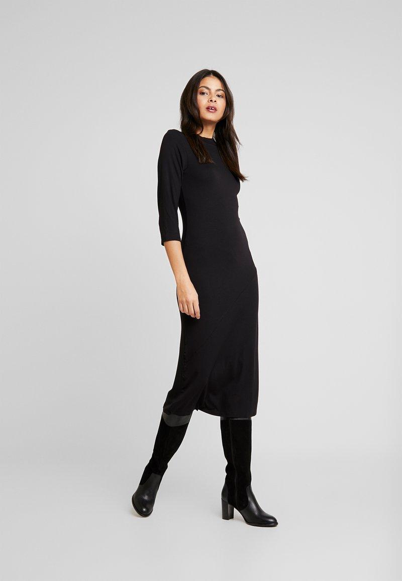 Dorothy Perkins - PLAIN MIDI - Denní šaty - black