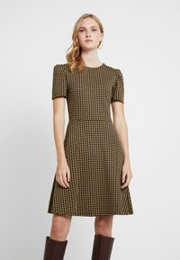 Dorothy Perkins - PUFF SLEEVE DOGTOOTH FIT & FLARE - Vestito di maglina - brown - 0