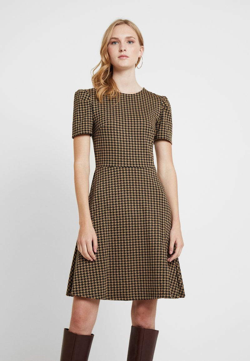 Dorothy Perkins - PUFF SLEEVE DOGTOOTH FIT & FLARE - Jerseykleid - brown