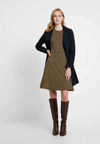 Dorothy Perkins - PUFF SLEEVE DOGTOOTH FIT & FLARE - Vestito di maglina - brown - 2