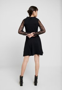 Dorothy Perkins - DETAIL FIT and FLARE - Robe en jersey - black - 2