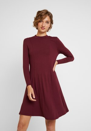 HIGH NECK SWING - Jersey dress - berry