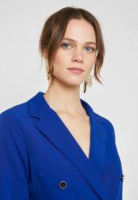 Dorothy Perkins - LOLA SKYE TUXEDO DRESS - Robe fourreau - cobalt - 4