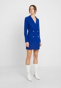 Dorothy Perkins - LOLA SKYE TUXEDO DRESS - Robe fourreau - cobalt - 2