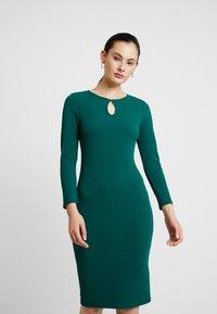Dorothy Perkins - LONG SLEEVE KEYHOLE BODYCON - Pouzdrové šaty - green - 0