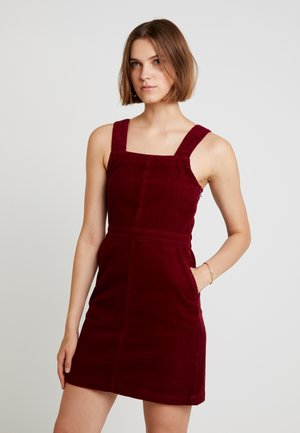 SQUARE NECK PINNY DRESS - Denní šaty - berry