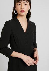 Dorothy Perkins - SLEEVE V NECK DRESS - Pouzdrové šaty - black - 6