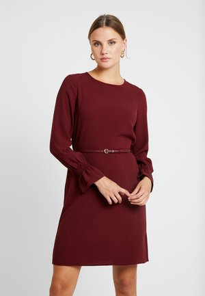 BELTED SHIRRED CUFF DRESS - Day dress - burgundy