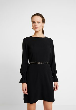 SNAKE BELTED SHIRRED CUFF DRESS - Denní šaty - black