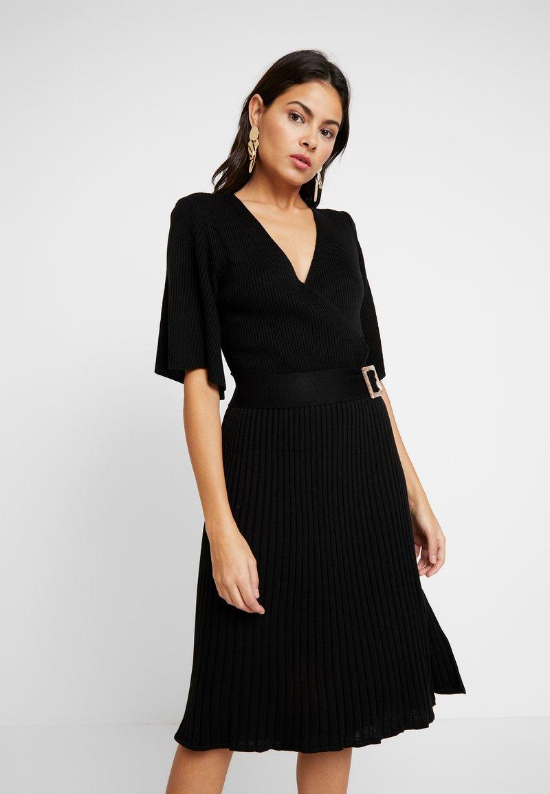 Dorothy Perkins - BELTED SKATER DRESS - Strikket kjole - black