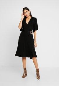 Dorothy Perkins - BELTED SKATER DRESS - Strikket kjole - black - 2