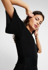 Dorothy Perkins - BELTED SKATER DRESS - Strikket kjole - black - 5