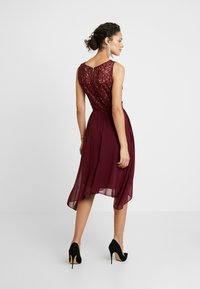 Dorothy Perkins - HANKY MIDI DRESS - Cocktail dress / Party dress - berry - 3