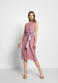 Dorothy Perkins - BETHANY MIDI DRESS - Cocktailkjole - dark rose - 0