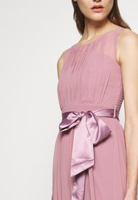 Dorothy Perkins - BETHANY MIDI DRESS - Cocktailkjole - dark rose - 4