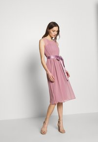 Dorothy Perkins - BETHANY MIDI DRESS - Cocktailkjole - dark rose - 1