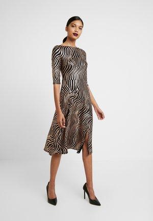 MIDI - Jerseyklänning - bronze