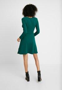 Dorothy Perkins - KEYHOLE SEAMED FIT FLARE - Robe d'été - green - 3