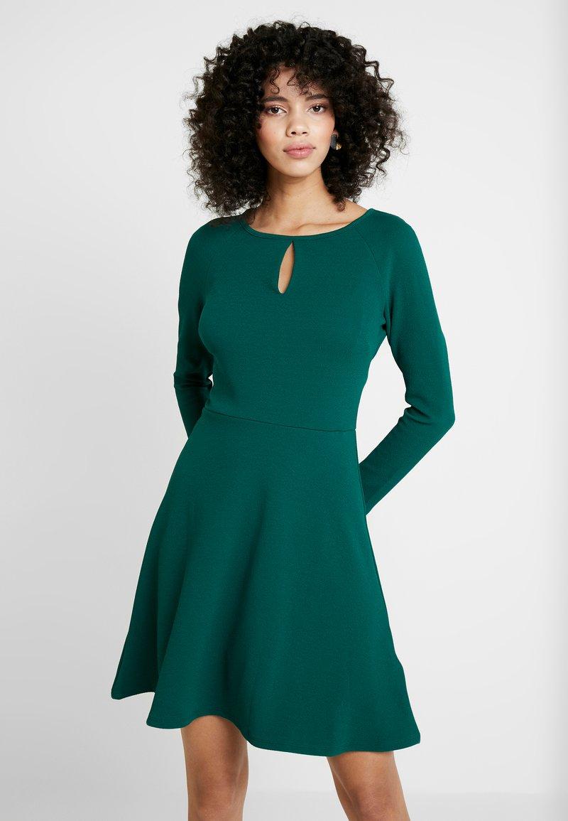 Dorothy Perkins - KEYHOLE SEAMED FIT FLARE - Robe d'été - green
