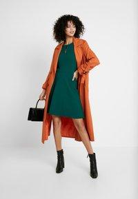 Dorothy Perkins - KEYHOLE SEAMED FIT FLARE - Robe d'été - green - 2