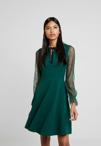 Dorothy Perkins - COLLAR  DRESS - Robe en jersey - dark green - 0