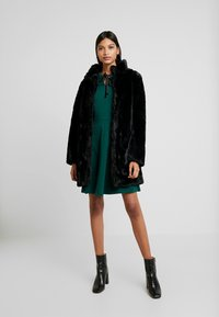 Dorothy Perkins - COLLAR  DRESS - Robe en jersey - dark green