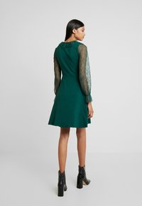 Dorothy Perkins - COLLAR  DRESS - Robe en jersey - dark green - 3