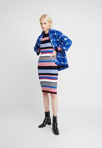Dorothy Perkins - STRIPE DRESS - Stickad klänning - multi - 2